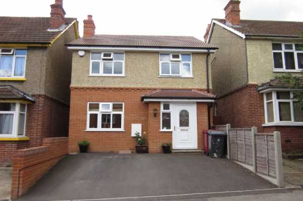 3 bedroom detached property Craig Avenue, Reading -